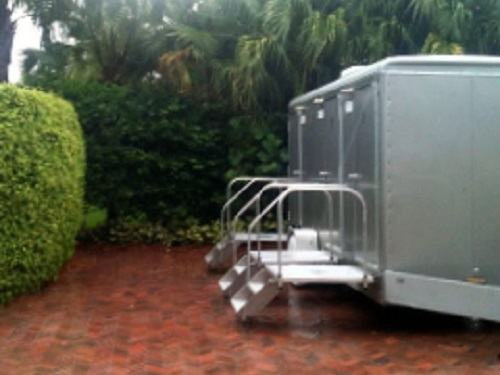 portable-restroom-trailer-for-black-tie-event