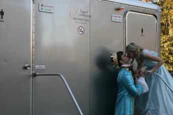 royal-couple-and-2-stall-platinum