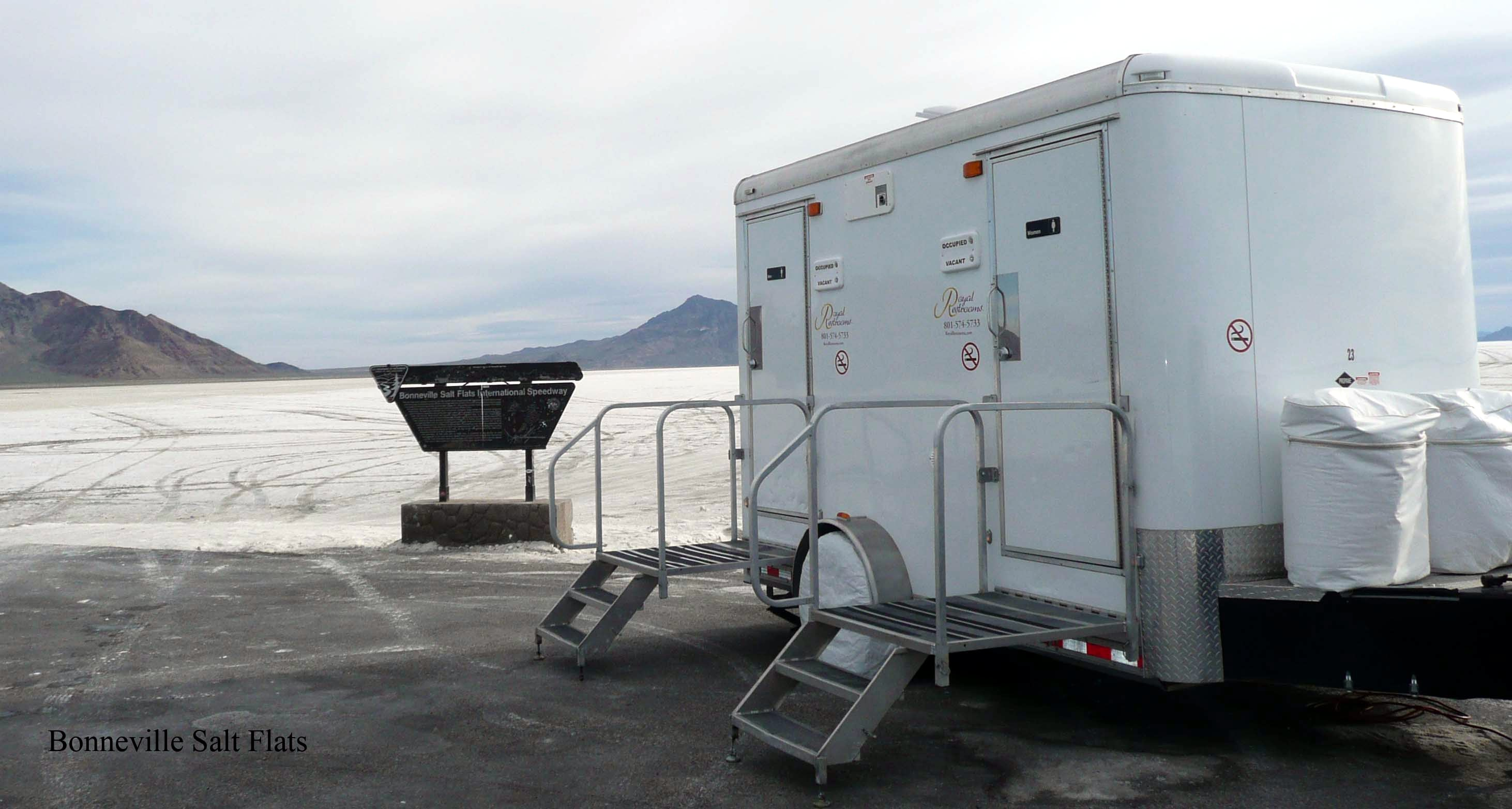 utah-portable-restrooms-at-bonneville-salt-flats