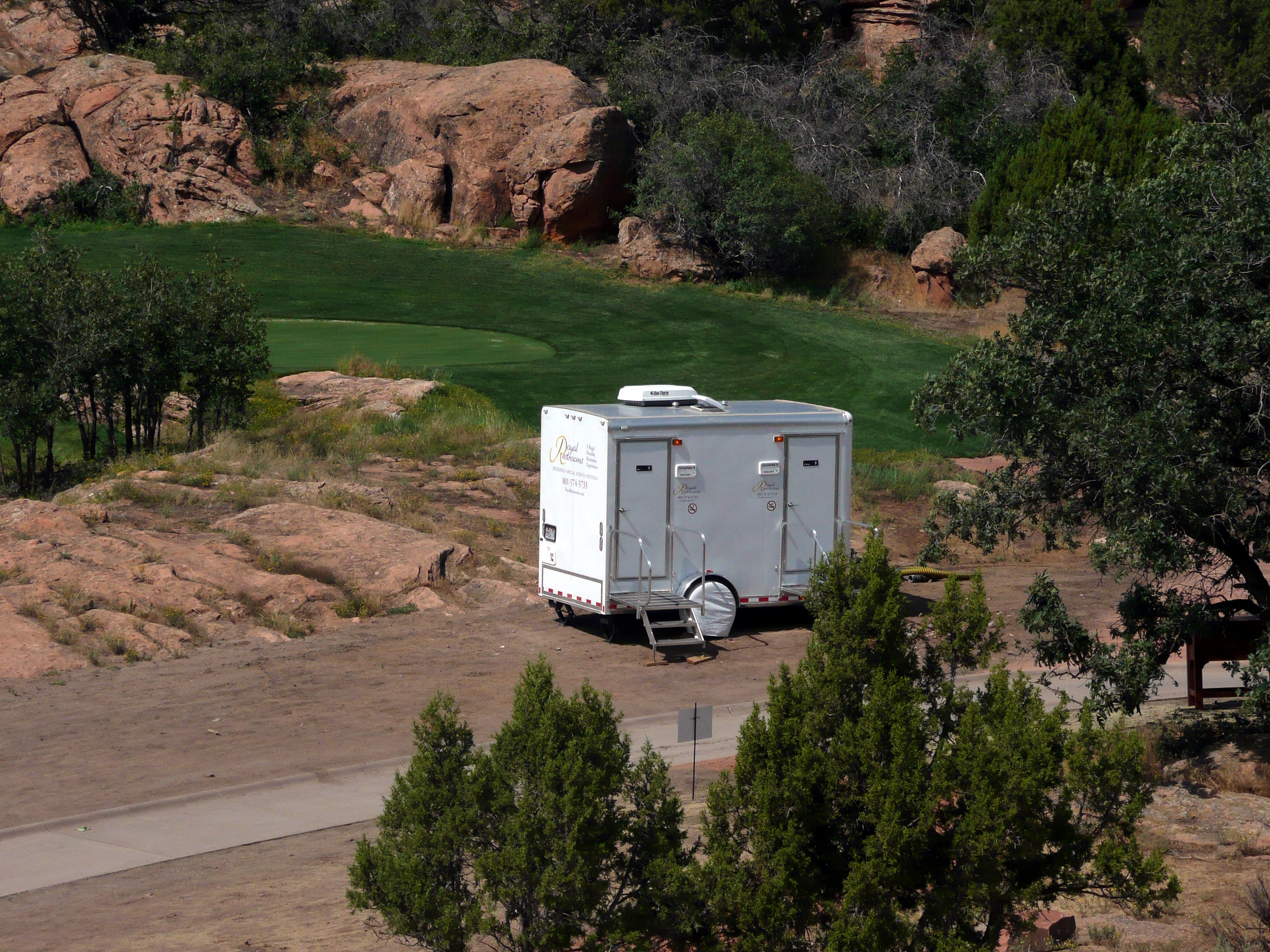 utah-portable-restrooms-at-red-ledges