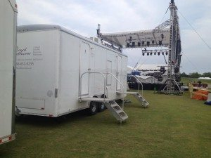 Luxury Portable Restrooms at Legends of Golf Concert on the Range